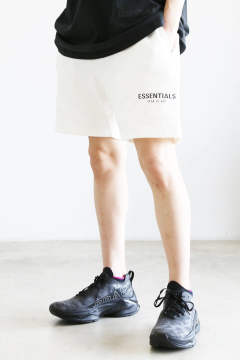 RUBBER TAG PRINT SWEAT SHORTS / ホワイト