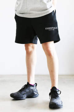 RUBBER TAG PRINT SWEAT SHORTS / ブラック